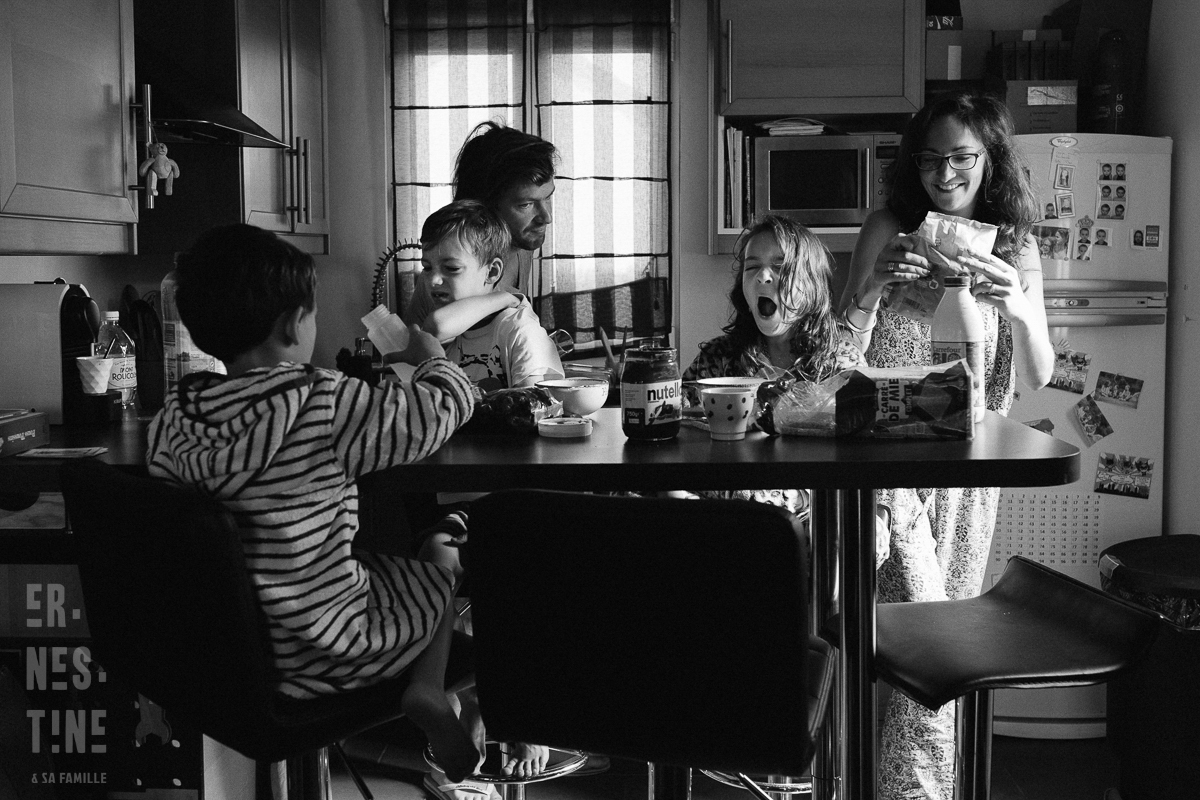 Breakfast in Paris with kids documentary family photography